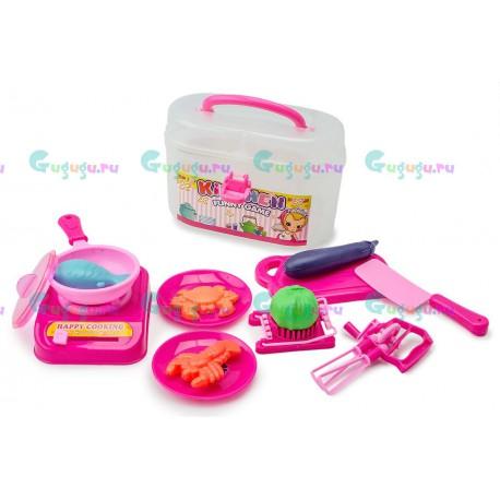 Детский игрушечный набор пластиковой посуды Хозяюшка в пластиковом чемодане